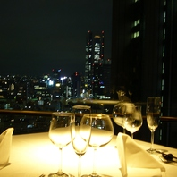 夜景を楽しめるテーブル席