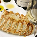 料理メニュー写真シャンパンに合うように考えた泡包オリジナル餃子です。