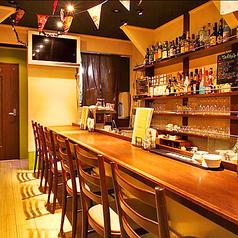 1階カウンター席  ふらっと立ち寄って、極上品質の生ビールや樽詰めスパークリングで一杯。ご要望に応じて、今日の気分でシェフがあなたにピッタリの料理をお出しします◎
