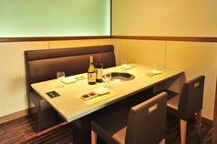 モダンなテーブル個室