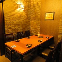 【6名様用テーブル席 半個室】仕事帰りのちょっとした飲み会にいかがですか?♪お集まりの趣旨などお伝えいただければ、出来る限りシーンに合わせてご用意致します♪広島駅からすぐなので、気軽にフラッとお立ち寄りください。