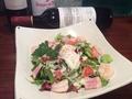 料理メニュー写真海老と温玉のシーザーサラダ