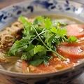 料理メニュー写真パクチーとトマトと豚肉のフォー