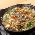 料理メニュー写真焼き秋刀魚と茸のガーリックオイル煮 【バケット付】