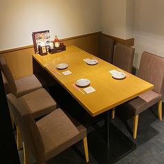 少人数のご宴会に最適な半個室のお席です。