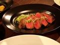 料理メニュー写真黒毛和牛のステーキ (100g) わさびソース