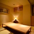 【1階】掘り炬燵の和風個室。桐生織が飾られた落ち着いた空間。