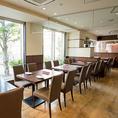 【ランチ営業実施中!!】開放的なレストランフロアがございます