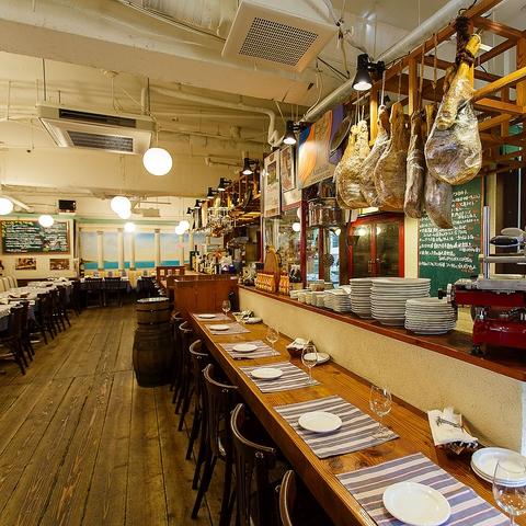 """""""欧風料理の店 ラ・ポスト"""" はヨーロッパの下町にあるようなワイン居酒屋です。"""