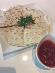 料理メニュー写真ツナのケサディーヤ