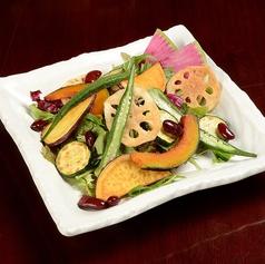 揚げ野菜と水菜のシリアルサラダ