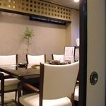 接待などでも使い勝手の良い落ち着いた雰囲気の個室もございます。