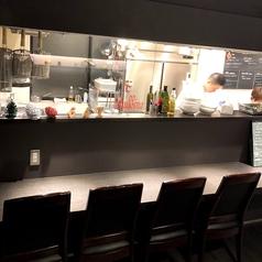 ※感染症対策のため、席毎に一定の間隔をあけてご案内しておりますので、安心安全◎/オープンキッチンを眺めながらのお食事が愉しめます。