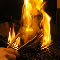 【こだわり5】旨みを閉じ込める炭焼き◆高温で焼き上げ、素材の旨みを閉じ込めました。また炭焼きだからこその香ばしい香りも楽しんで頂けます。