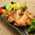 料理メニュー写真やんばる鶏の塩焼き