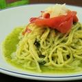 料理メニュー写真生ハムとパルミジャーノのジェノベーゼパスタ