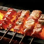 17年間毎日1本1本、丁寧に手串をしております!新鮮なお肉をじっくり炭火で焼き上げます。