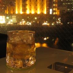 窓際カップルシート☆思わずため息の出そうな綺麗な夜景を望みながらのお酒は至福の瞬間!リバーサイドを一望。景色を独占しちゃいましょう!!