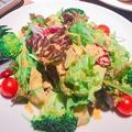 料理メニュー写真ごろっと入ったアボカドサラダ