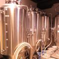 店内奥にある小さなビール工場。ここで日々新しいビールが作られています!