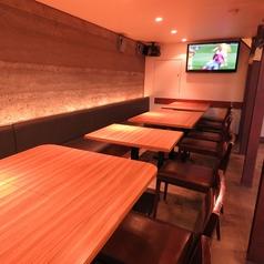 1階のテーブル席は最大20名様ぐらいまでの宴会に対応可能です。デートにもおすすめ♪