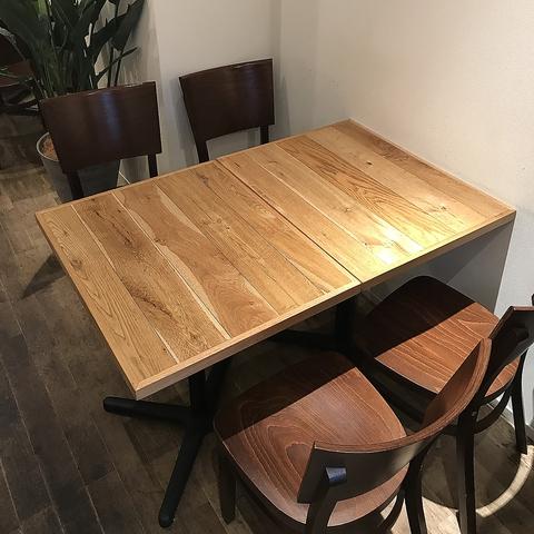 【4名テーブル×2卓】ランチやカフェ、ディナーがございますので、気の合うご友人、ご家族、カップで是非お越しください!、