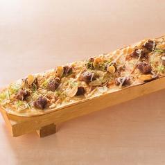料理メニュー写真■中落ちカルビのWガーリックロングピザ(長~いロング/短いハーフ)