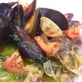 料理メニュー写真アサリとムール貝のバジルバター蒸し