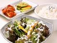土日ランチはサラダ、キムチ、ご飯付き