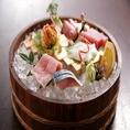築地より毎朝鮮魚を仕入れ、肉は国産にこだわり、野菜は京都にある自社農園産を中心に全国から厳選しております。一つ一つ素材を吟味し、料理人が心を込めて仕上げます。