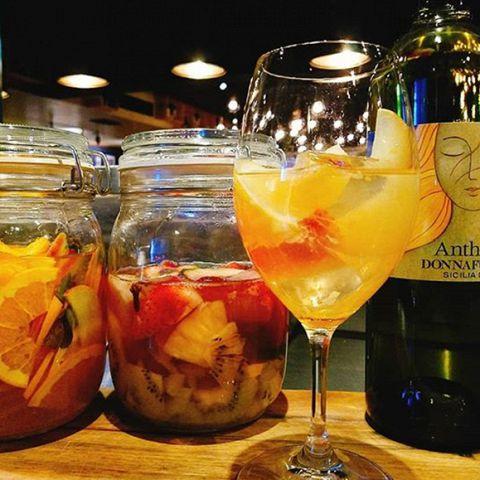 ワインが苦手な方にも、おすすめな『特製 サングリア』は果物をたっぷり漬け込んで作っています♪とってもフルーティーで爽やかな味わいで、これからの暑い季節にはぴったり♪800円~☆