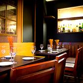 テーブル席4池袋 、東口のバルでご宴会、接待 、飲み放題 、ワインを。