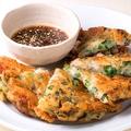 料理メニュー写真ニラ たこ 帆立のチーズチヂミ