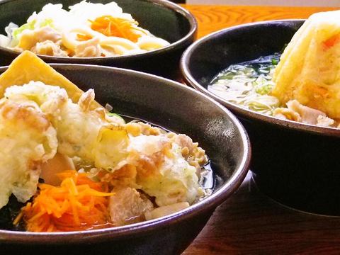 コシとのど越しが売りの吉田うどん。自慢の魚介のダシとオリジナルの味噌がよく合う。