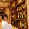 【ターナーズの飲み放題】各階にあるワイン棚から自由にもっていってね★どれにしようかなぁ~