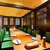 こだわりの窯焼き肉料理や本格アジアン料理&各国ビールでパーティや女子会に!気軽に贅沢な雰囲気を味わえるお店です。