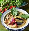 料理メニュー写真鶏肉のココナッツグリーンカレー~ゲーンキィアオワン~