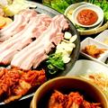 料理メニュー写真焼キムチ、サンチュー、焼き野菜、パムチム(味付けネギ)、にんにく、唐辛子、特製味噌