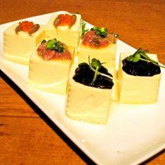 料理メニュー写真沖縄三色豆腐(くすくがらす・ワタガラス・スミイカ)