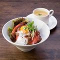 料理メニュー写真ローストビーフ丼(スープ付き)
