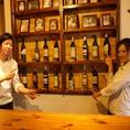 棚にあるワイン、どれでもいいんです♪この価格で提供できるのは、オーナーがワインの輸入業を行っているからこそ!!ターナーズだけっ♪