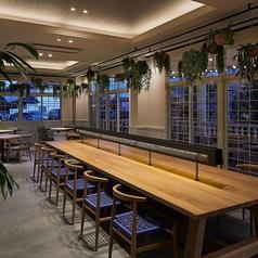 【サニーキッチン】では1名テーブルを12卓ご用意しております。