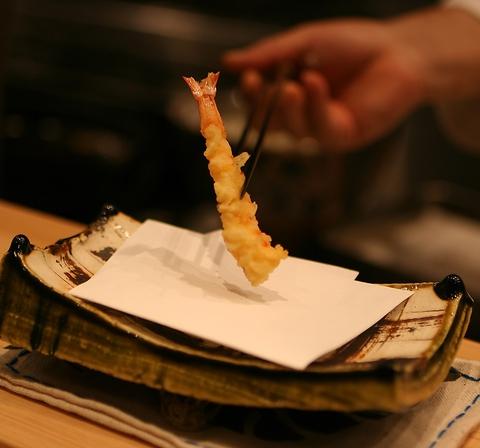 老舗料亭の新店、上質な天ぷらとドリンクを和の癒しの空間にてお楽しみください。