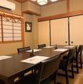 2階のテーブル個室。少人数でのご利用から、大人数宴会にも対応します。