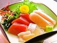新鮮な魚のお刺身も魅力の一つ。1000円~1500円でご用意致します。