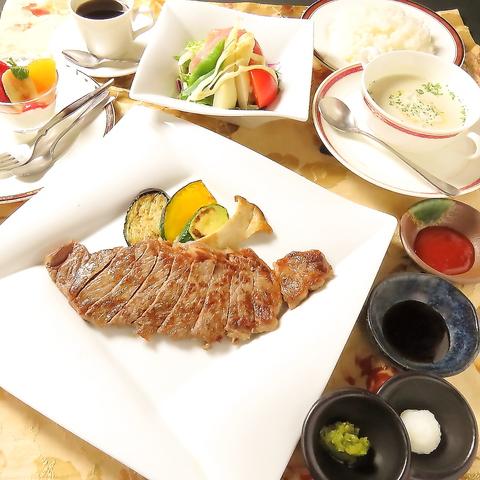こだわりの食材を豪快に鉄板で焼き上げ、美味しい肉・海鮮料理をお楽しみ頂けます!