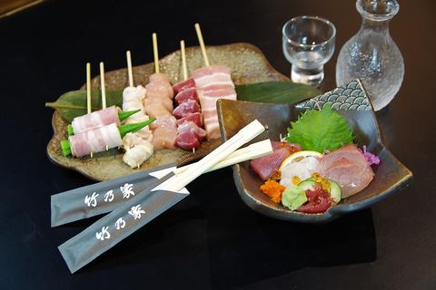 自慢の串と新鮮な魚!種類豊富な料理に充実の酒類が飲んで食べられる居酒屋。