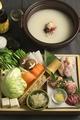 料理メニュー写真はかた地どり丸ごとコラーゲン水炊き鍋(2人様より)