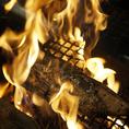 【藁家88おすすめメニュー】おすすめメニューは藁を使用して、豪快に焼き上げる藁焼き塩たたき。定番の鰹・鯛、あまり食べる機会の少ないうつぼもご堪能いただけます。また、たたき以外にも肉の旨味成分が多い徳島の阿波尾鶏を使用した炙り焼きや唐揚げなど自慢の料理をお召し上がり下さい!