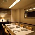 【2階】2Fの個室はテーブル席。
